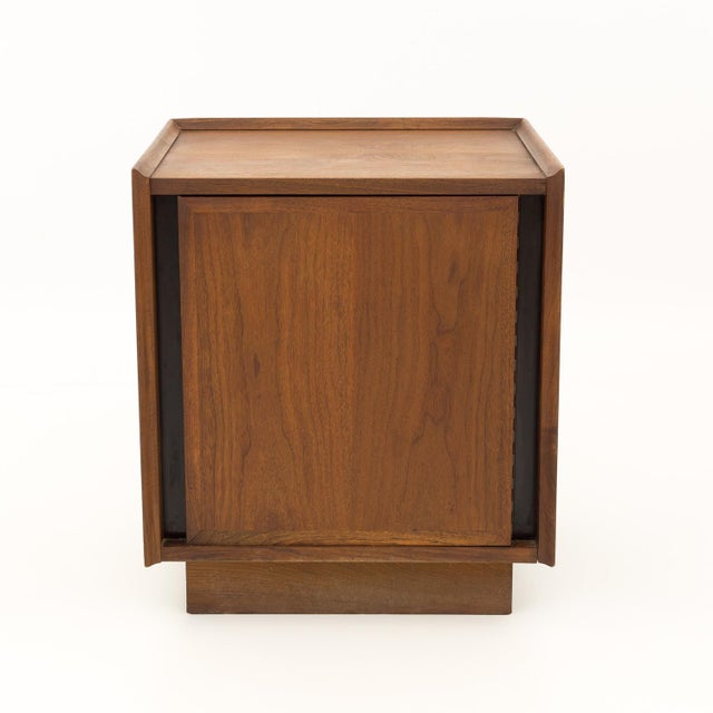Dillingham mid century modern nightstand. Excellent vintage condition