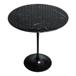 Saarinen for Knoll Round Marble Tulip Side Table For Sale