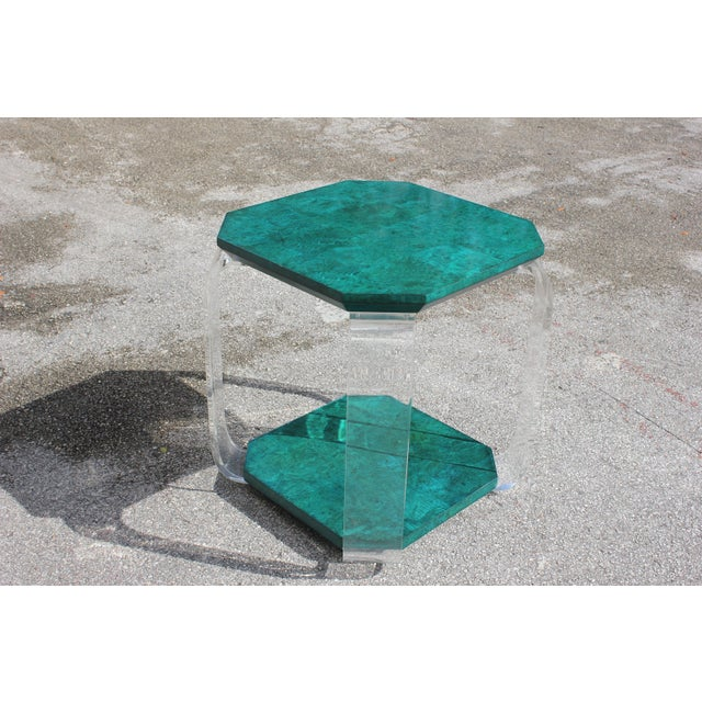 1970s Mid-Century Modern Green Emerald Burwood and Lucite Accent Table For Sale - Image 4 of 13