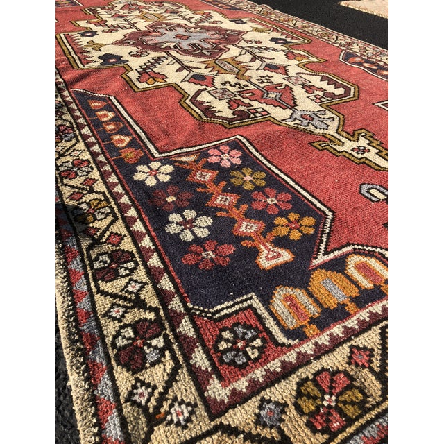 1950s Vintage Turkish Rug - 4′6″ × 9′ For Sale - Image 4 of 13