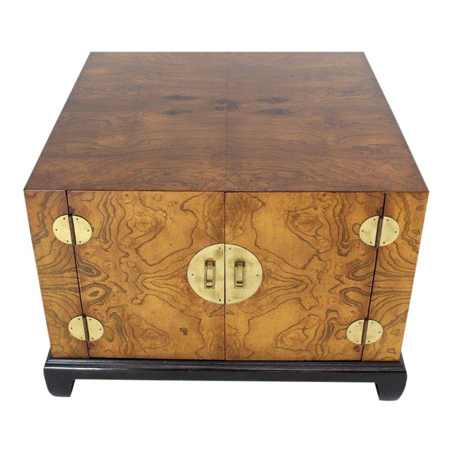 1970s Mid-Century Modern Burl Walnut Black Lacquer Base Brass Hardware Cube Shape End Table For Sale - Image 14 of 14