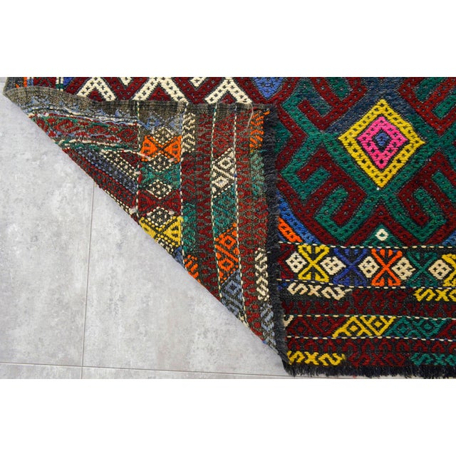 """Textile Vintage Braided Rug. Flat Weave Area Rug - 5' 1"""" X 5' 8"""" For Sale - Image 7 of 9"""
