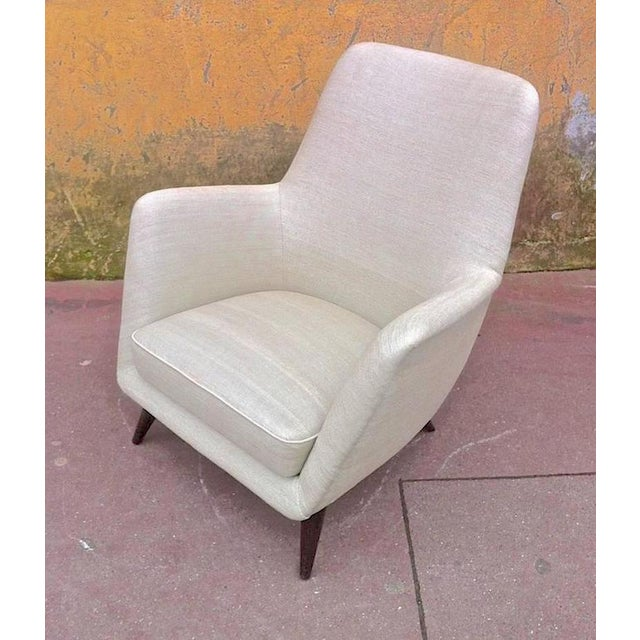 1950s Pair of Extremely Refined Design Pair of Armchairs attributed to Gio Ponti For Sale - Image 5 of 7