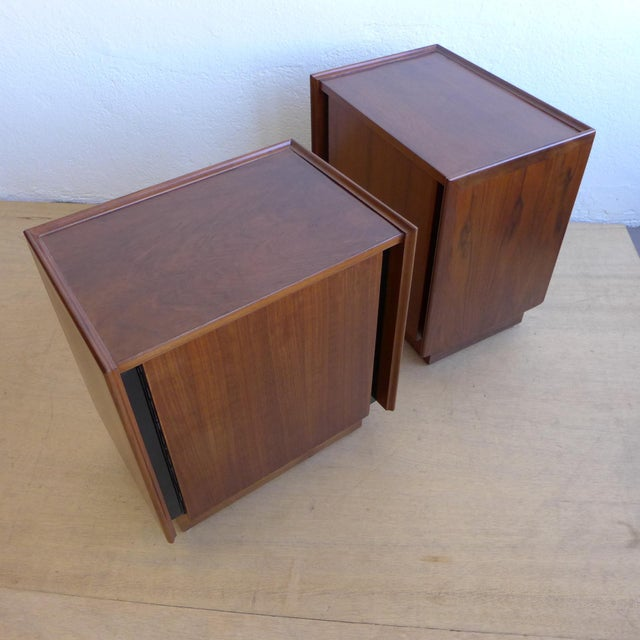 Dillingham Walnut Nightstands - A Pair For Sale In Los Angeles - Image 6 of 11