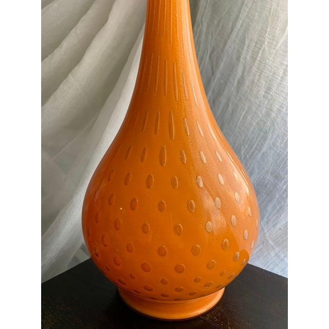 Alfredo Barbini 1950s Murano Cased Tangerine Orange Glass With Gold Fleck Bullicante Genie Bottle Decanter For Sale - Image 4 of 13