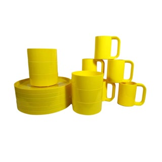 1970s Mod Yellow Dinnerware Massimo Vignelli for Heller - Set of 18 For Sale