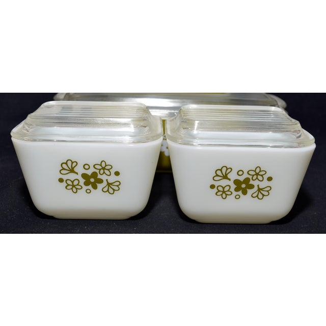 Mid-Century Modern 1970s Pyrex Spring Blossom Complete Refrigerator Set - Set of 4 For Sale - Image 3 of 4