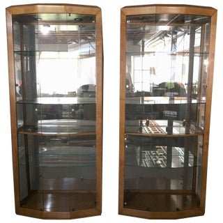 Stunning Pair of Large Glass and Maple Henredon Curio Cabinets For Sale