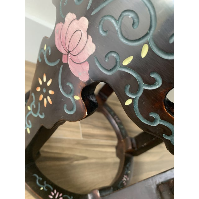 Chinoiserie Coromandel Lacquered Side Table With Birds and Flowers For Sale In Miami - Image 6 of 10