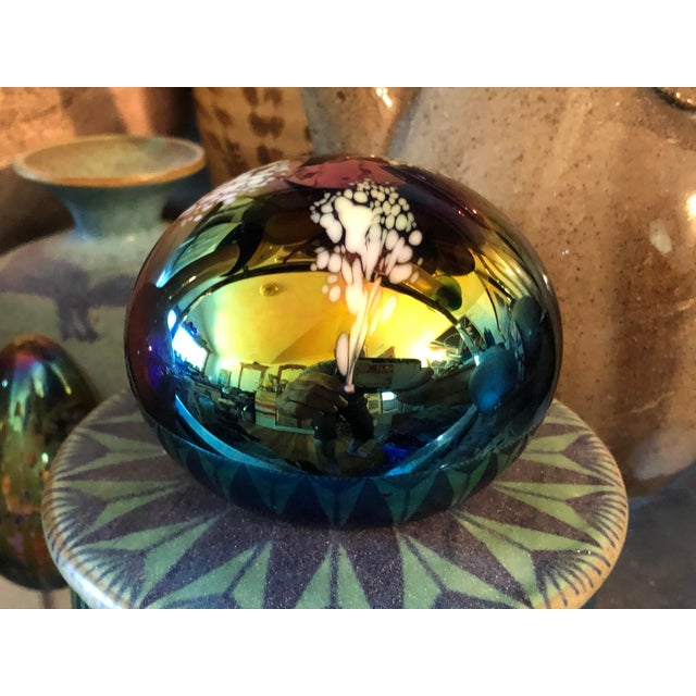 American 1980s Glass Eye Studios Art Glass Paper Weight For Sale - Image 3 of 6