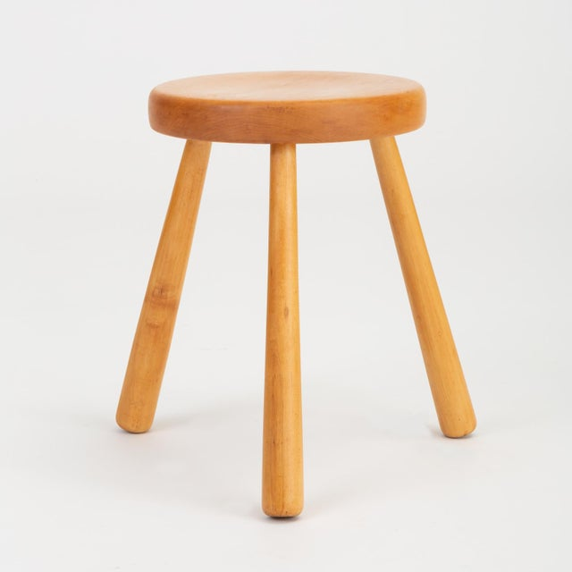 1970s French Rustic Modern Three-Legged Stool in Pine Wood For Sale - Image 5 of 10