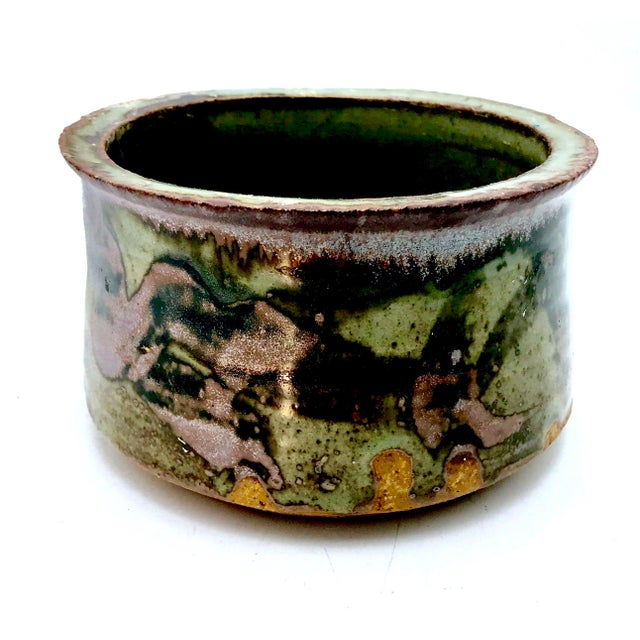 Green 1980s Boho Chic Mottle Drip Glaze Signed Studio Pottery Cachepot / Bowl For Sale - Image 8 of 8