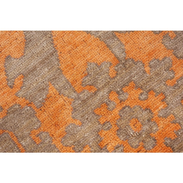 Schumacher Schumacher Sadri Area Rug in Hand-Knotted Wool, Patterson Flynn Martin For Sale - Image 4 of 7