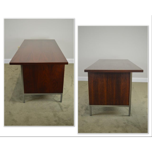 Mid Century Modern Walnut Chrome Base Executive Desk AGE / ORIGIN: Approx. 50 years, America DETAILS / DESCRIPTION: High...