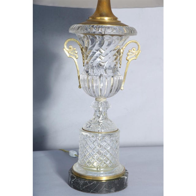 Traditional Pair of Baccarat-Style Spiral Urn Glass Lamps For Sale - Image 3 of 8