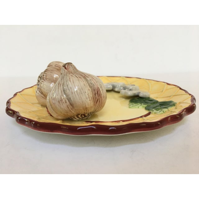 Farmhouse Trompe l'Oeil Decorative Garlic Bulbs & Mushrooms Scalloped Plate For Sale - Image 3 of 8