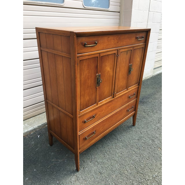 Mid-Century Modern 1960s Vintage Drexel Mid-Century Meridian Walnut Tall Chest 5 Drawer Dresser For Sale - Image 3 of 11