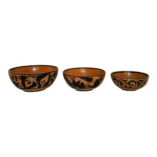 20th Century Rustic Hand Decorated Nesting Bowls - Set of 3 For Sale