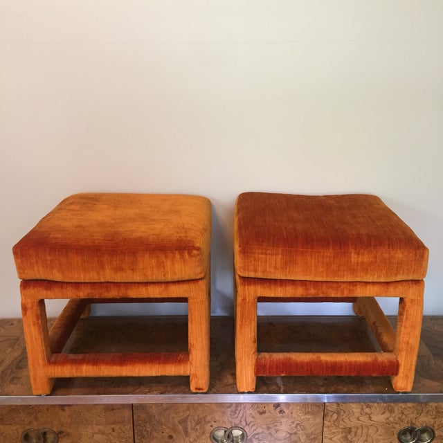 Hollywood Regency 1970s Orange Velvet Console Table With Parsons Style Ottomans, Set of 3 For Sale - Image 3 of 12
