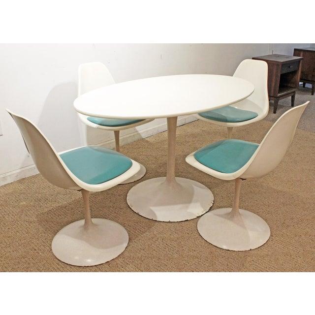 Danish Modern Mid-Century Modern Eero Saarinen-Style Tulip Dining Set 4 Chairs & Table For Sale - Image 3 of 11