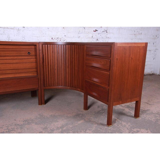 Dunbar Furniture 1950s Edward Wormley for Dunbar Curved Two-Piece Corner Credenza For Sale - Image 4 of 13
