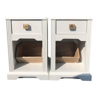 1990s Contemporary White Nightstands - a Pair For Sale