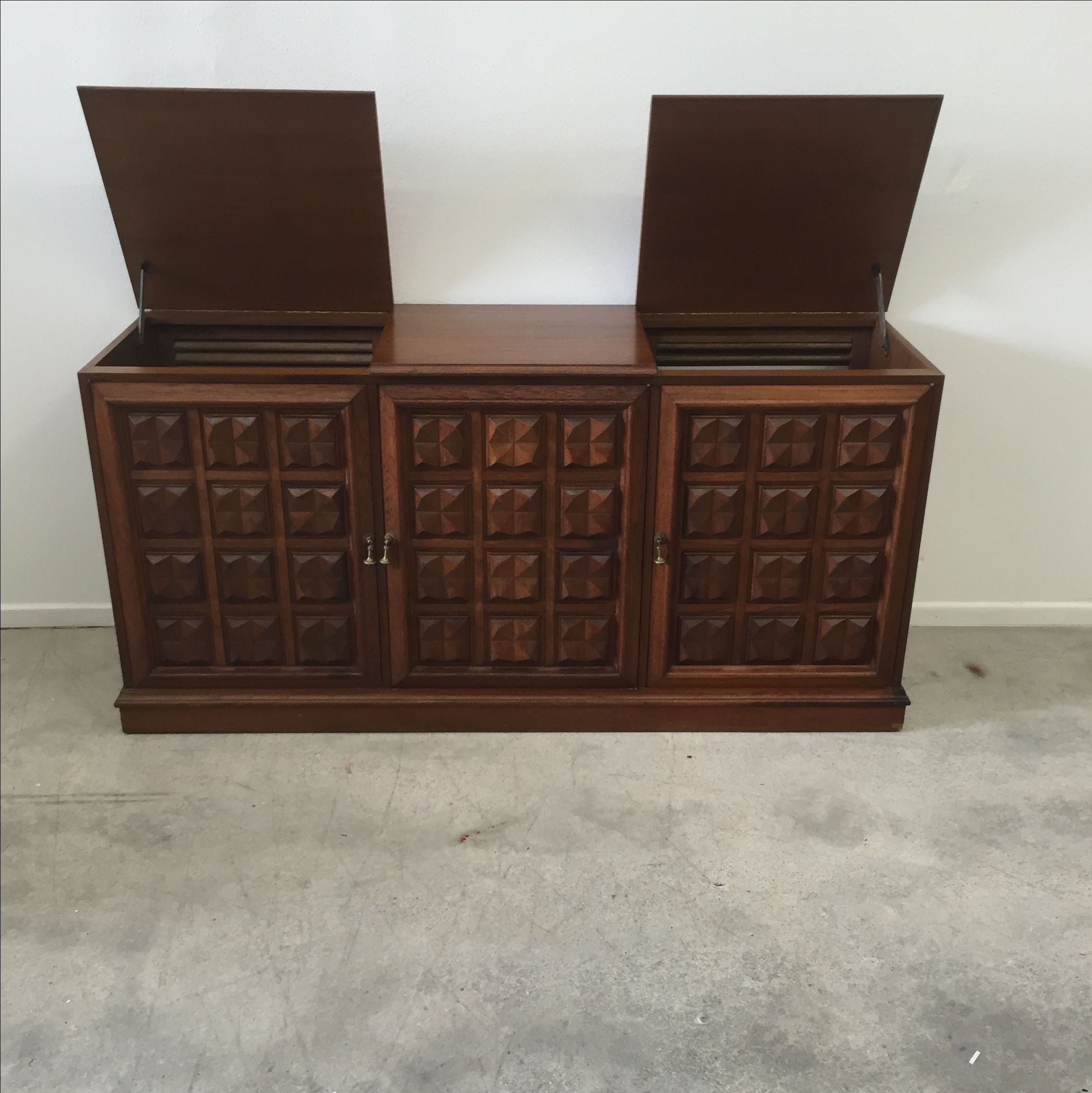 Attrayant Mid Century Credenza Stereo Cabinet   Image 11 Of 11