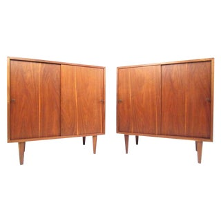 Pair of Vintage Modern Sliding Door Nightstands in the Style of Paul McCobb For Sale