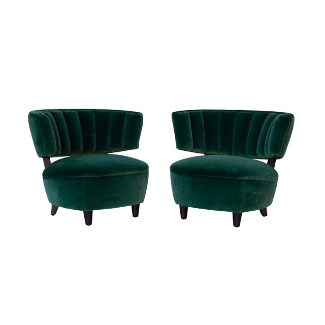 Art Deco Pair of Emerald Green Velvet Channel Back Chairs After Billy Haines For Sale - Image 3 of 12