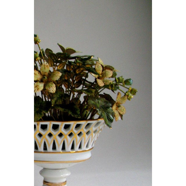French Jane Hutcheson for Gorham French Style Porcelain Flower Arrangement For Sale - Image 3 of 7