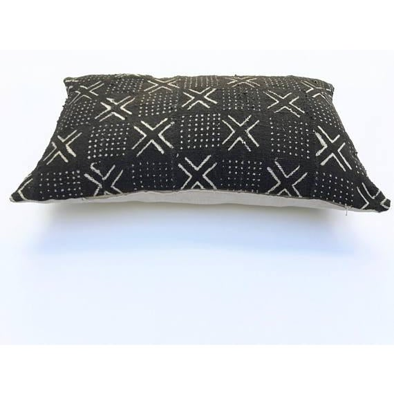 "Mudcloth Pillow Cover - 16"" x 26"" For Sale - Image 5 of 6"