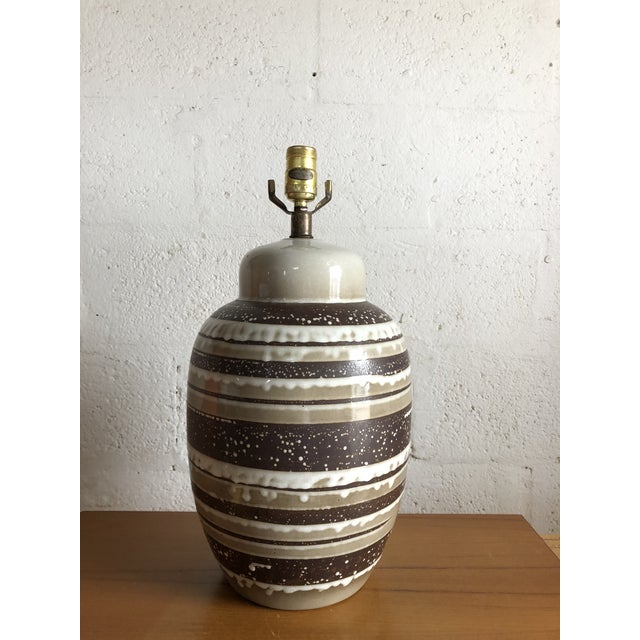 Vintage Mid Century Modern Ceramic Table Lamp. For Sale In Miami - Image 6 of 8