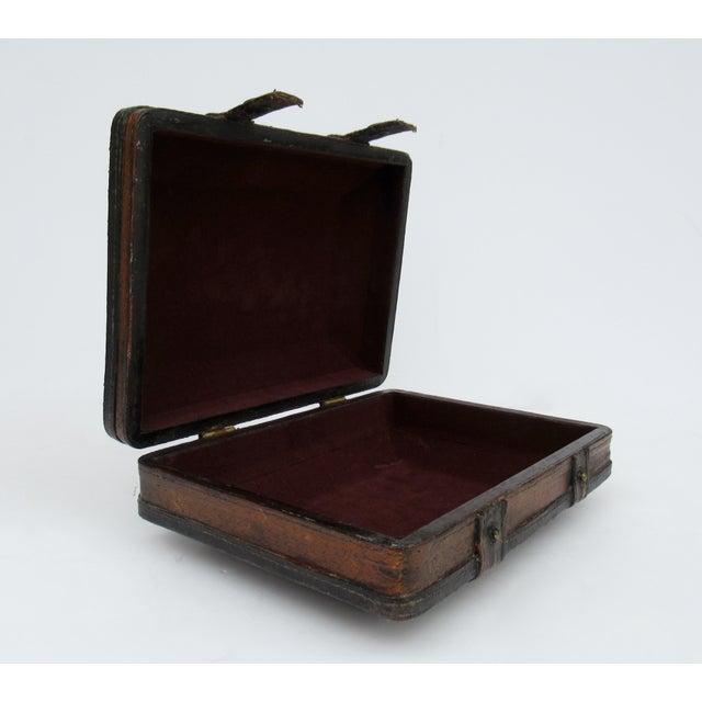 Vintage Italian Tooled Leather Gentlemen's Traveling Hand-Held, Lidded Valet Box For Sale - Image 9 of 13
