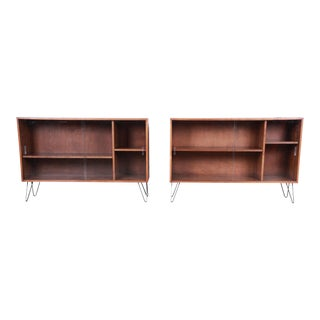 Paul McCobb Planner Group Mid-Century Modern Glass Front Bookcases on Hairpin Legs - a Pair For Sale