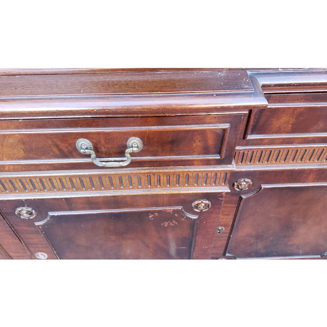 1930s Traditional Mahogany 2 Part Dining Room Breakfront China Cabinet C1930s For Sale - Image 5 of 13