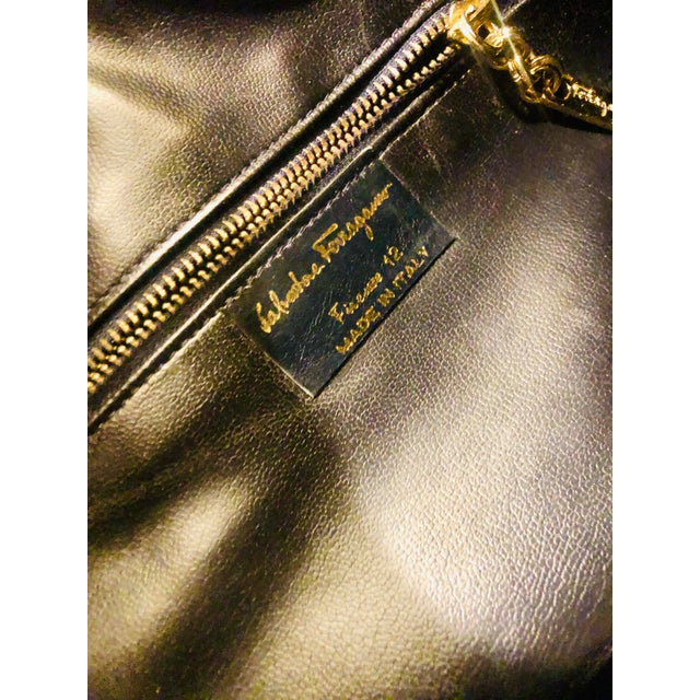 Blue 1980s Salvatore Ferragamo Large Navy Leather Hobo Purse For Sale - Image 8 of 9