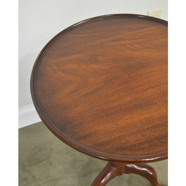 """Wood Henkel Harris Traditional Mahogany 20"""" Round Pedestal Side Table For Sale - Image 7 of 13"""