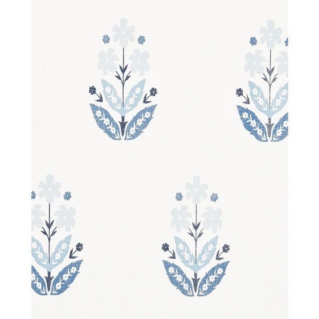 Sample - Schumacher Floweret Paperweave Wallpaper in Porcelain For Sale