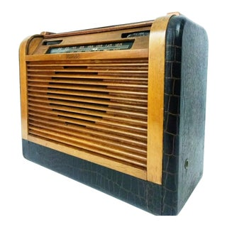 Philco Wooden Tabletop Tube Radio Model 46-350