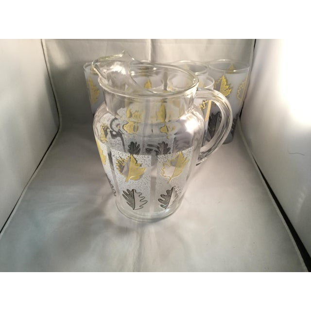 1980s Vintage Gold Leaf Water Pitcher and Glasses - Set of 7 For Sale - Image 5 of 9