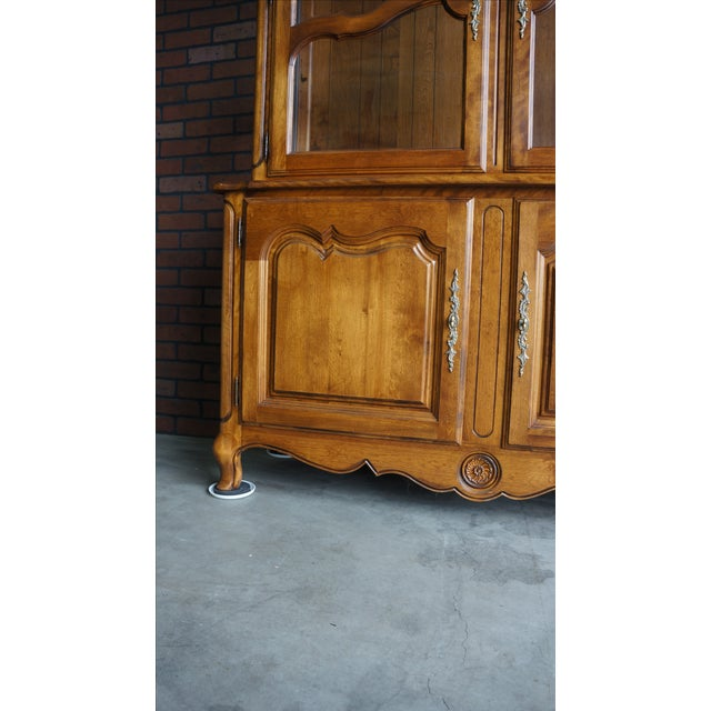Ethan Allen French Country China Cabinet - Image 7 of 8