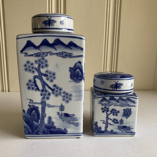 Asian Chinoiserie Blue & White Ceramic Canisters, Set of Two For Sale - Image 10 of 10