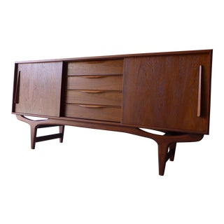 Mid Century Modern Teak styled Credenza / Media Stand For Sale