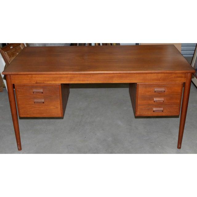 Vintage Danish Modern Teak Desk by Børge Mogensen for Søborg Møbler c.1960s Five drawers, two on the left, 3 on the right....