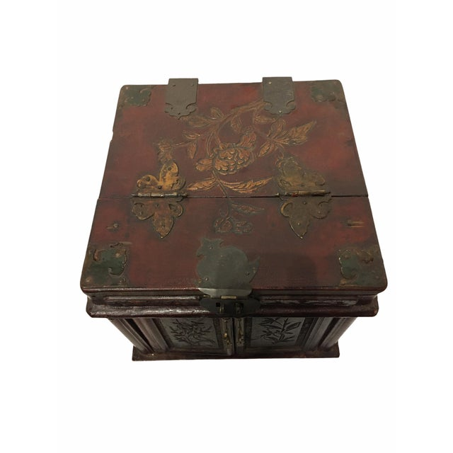 Late 19th Century Antique Wooden Chinese Keepsake / Jewelry Box For Sale - Image 5 of 10