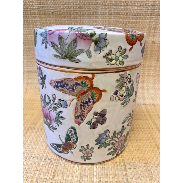 1970's Chinoiserie Porcelain Butterfly Lidded Container For Sale In New York - Image 6 of 6