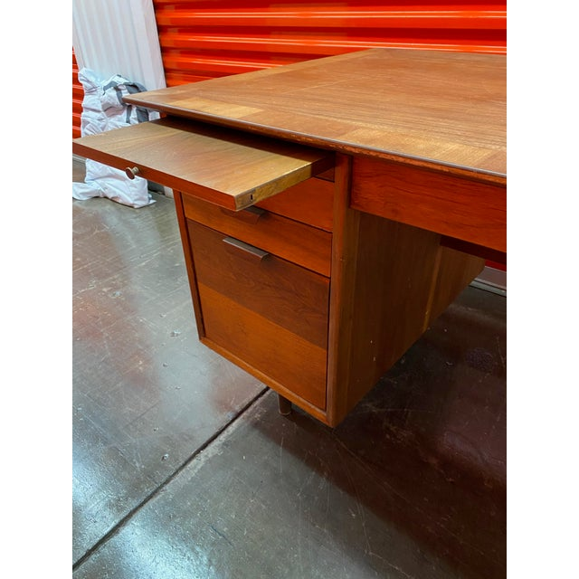 Mid-Century Modern 1960s Mid-Century Modern Executive Desk by the Standard Company For Sale - Image 3 of 8