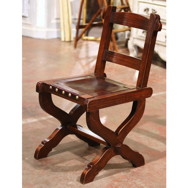 Spanish Spanish Carved Oak and Leather Dining Chairs, Set of 6 Side Chairs 2 Armchairs For Sale - Image 3 of 9