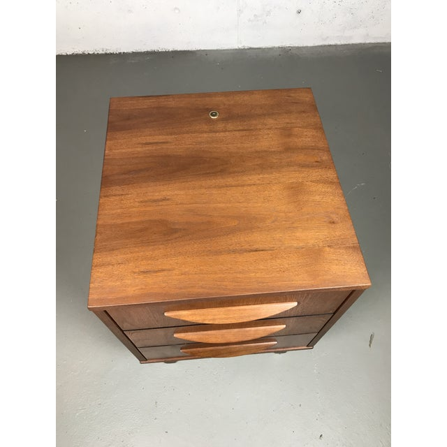 Mid-Century Modern 1960's Petite Low Chest in Walnut by Jens Risom For Sale In Boston - Image 6 of 11
