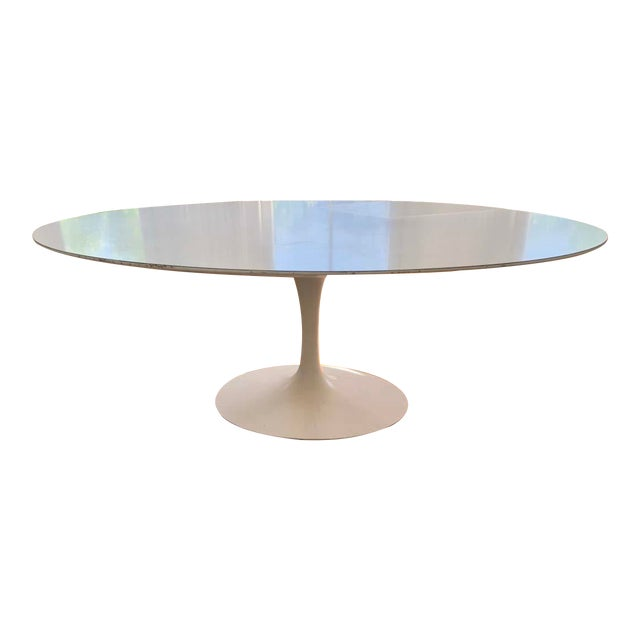Mid-Century Modern Eero Saarinen Tulip Dining Table For Sale